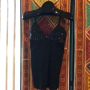 Tops - 💗 Black sequined top.